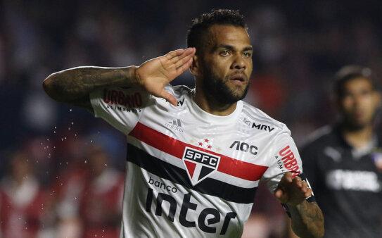 Daniel Alves falou sobre o futuro e o Brasileirão.