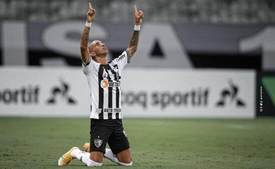 Diego Tardelli pelo Atlético-MG