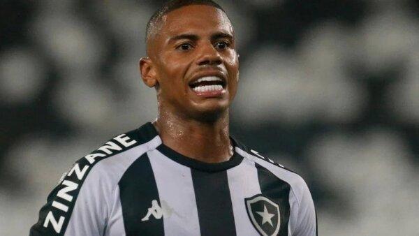 Botafogo perto de renovar com volante