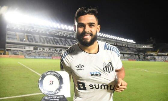 Felipe Jonatan é peça-chave no Santos.