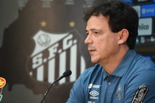 Fernando Diniz em apresentação no Santos