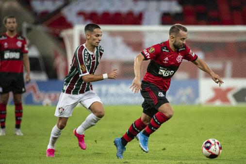 Flamengo e Fluminense duelam pela final do Carioca.
