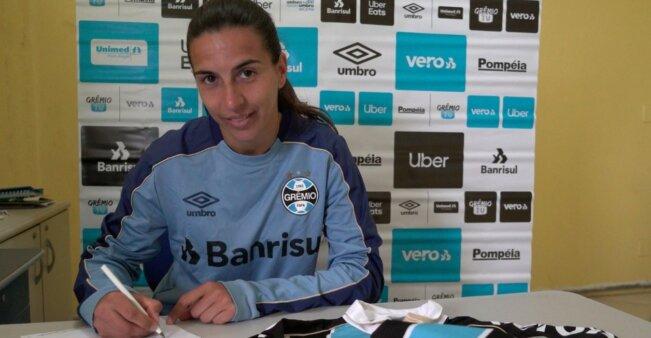 Lorena González em ação pelo Grêmio