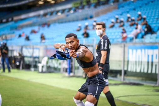Léo Chú busca espaço no Grêmio.