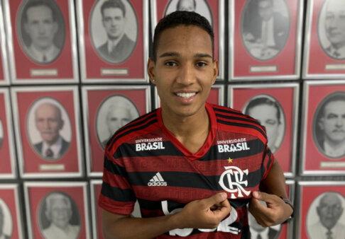 Flamengo acertou empréstimo de João Lucas.