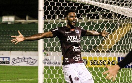 Bruno Mezenga sonha com volta ao Flamengo e está na mira do Vasco.