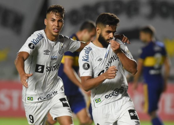 """Para o jornal argentino """"Olé"""", o lateral Felipe Jonatan (a dir.) foi o """"carrasco"""" do Boca na derrota para o Santos (Foto: Ivan Storti/ Reprodução/ Flickr oficial do Santos FC)"""
