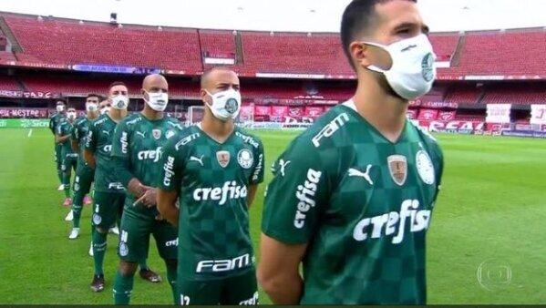 Torcedores do Palmeiras pedem saída Felipe Melo