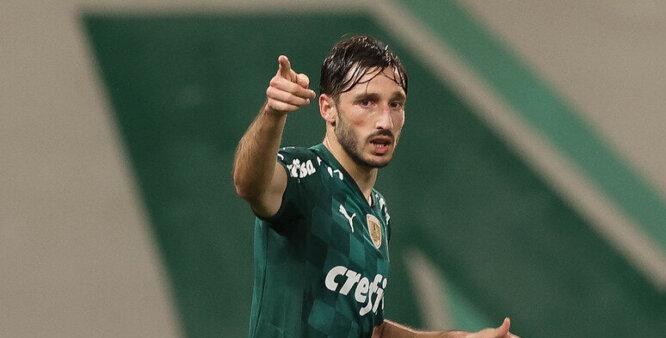 Porto pode insistir e tirar Viña do Palmeiras.