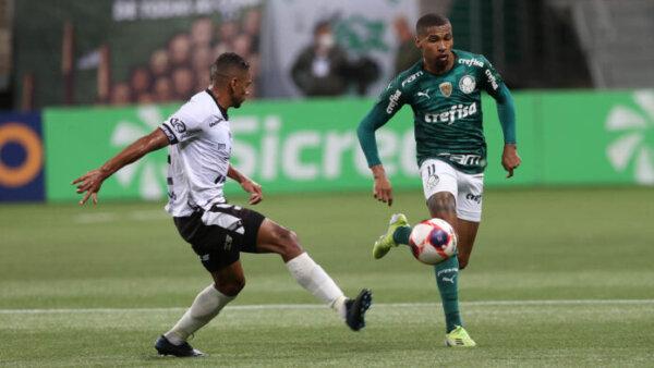 Wesley durante jogo contra a Inter de Limeira