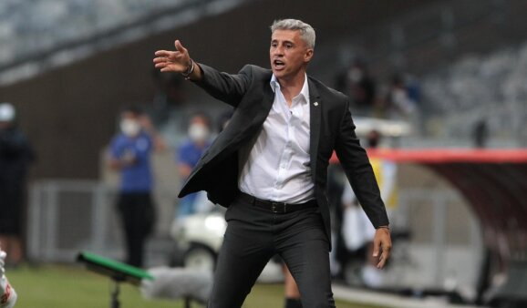 Cercado por desfalques no duelo desta quarta-feira (16), contra a Chapecoense, pelo Brasileirão, o técnico Crespo foi comunicado de que pode ter o retorno de dois meio-campistas para o clássico do São Paulo contra o Santos, no próximo domingo (20).