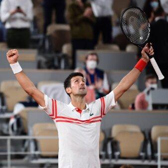 Djokovic vence Nadal e comemora passagem para a final de Roland Garros 2021