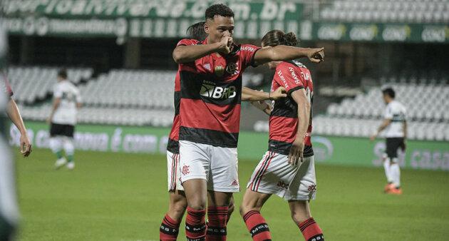 Rodrigo Muniz vem se destacando pelo Flamengo.