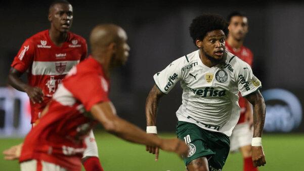 Palmeiras encara o CRB.