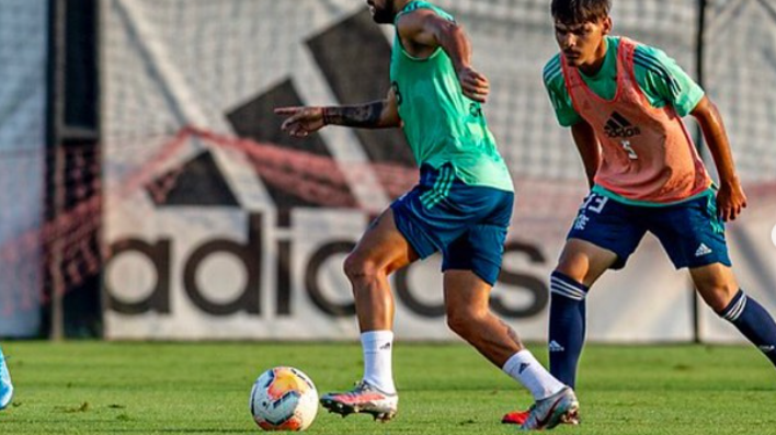 Meia deixa o Flamengo e volta para clube brasileiro