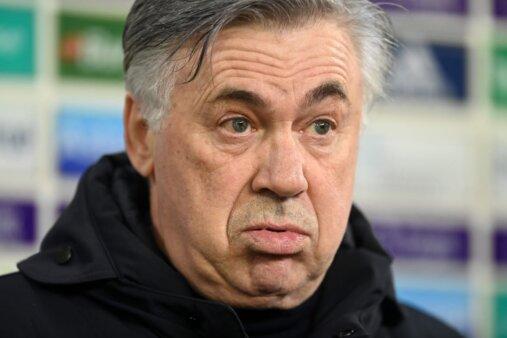"""""""mentiu para mim"""", diz jogador do Everton sobre Acelotti"""