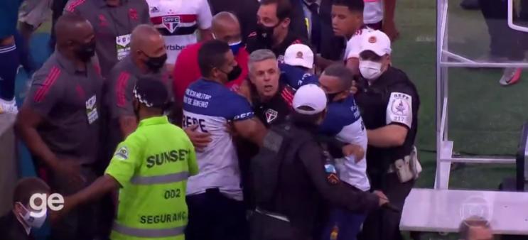 Flamengo x São Paulo teve confusão.