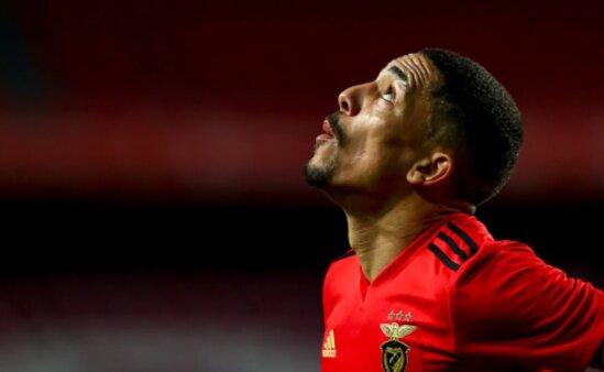 Gilberto em ação pelo Benfica
