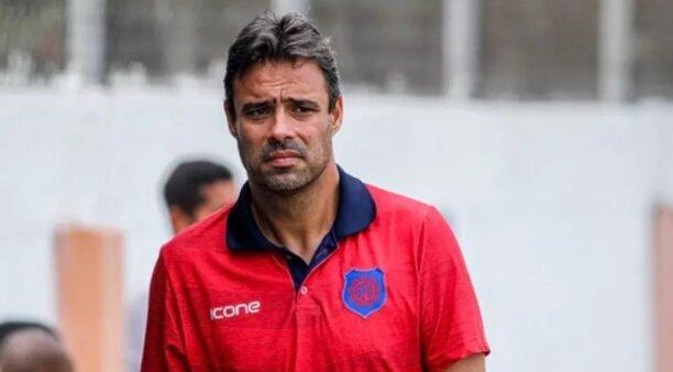 Alexandre Gomes é o técnico interino do Vasco