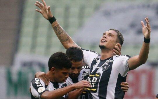 Rafael Navarro em ação pelo Botafogo