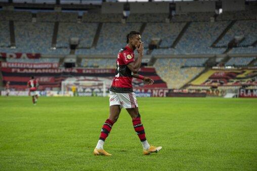 Bruno Henrique faz três gols na goleada do Flamengo sobre o São Paulo