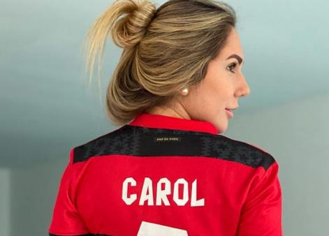 Carol postou foto com camisa do Flamengo.