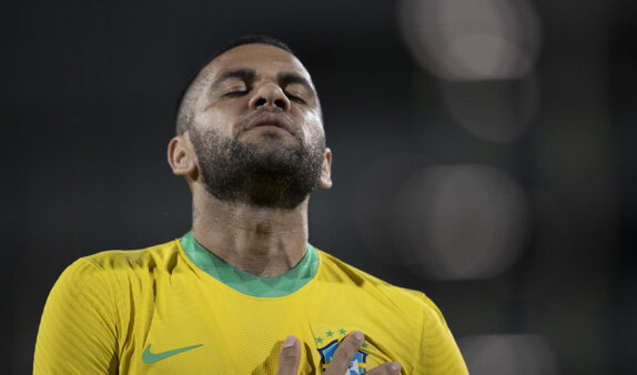 Daniel Alves é alvo do Flamengo.