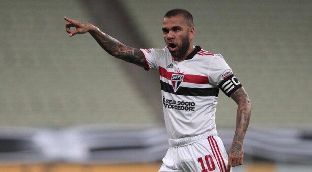 Daniel Alves vem desfalcando o São Paulo.