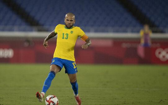 Daniel Alves lamentou empate do Brasil.