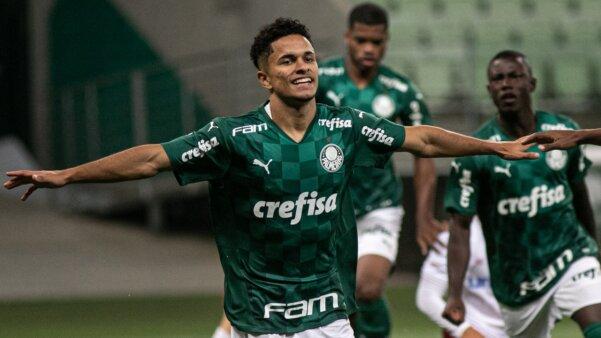Atacante Gabriel Silva
