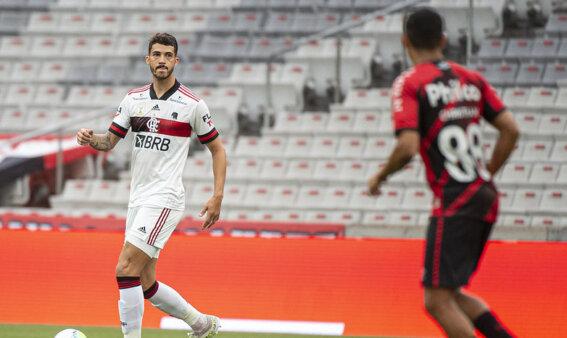 Gustavo Henrique busca se firmar no Flamengo.