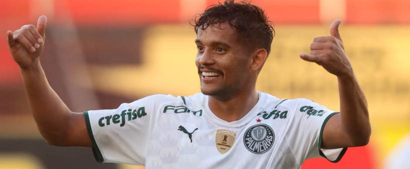 Garçom? Gustavo Scarpa dispara no número de assistências na temporada pelo Palmeiras