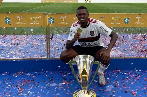 Otávio pode ser negociado pelo Flamengo.