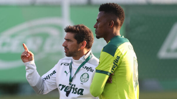 Palmeiras encaminha saída de Zagueiro e Atacante para o futebol europeu
