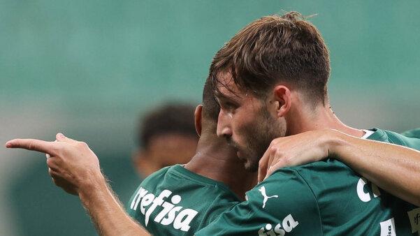 Viña segue em negociações e pode deixar o Palmeiras. mercado da bola