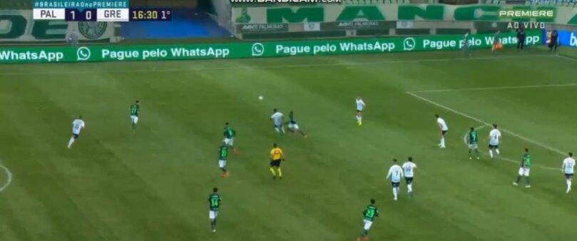 Wesley dá lindo chapéu em jogada do 2º gol do Palmeiras; assista