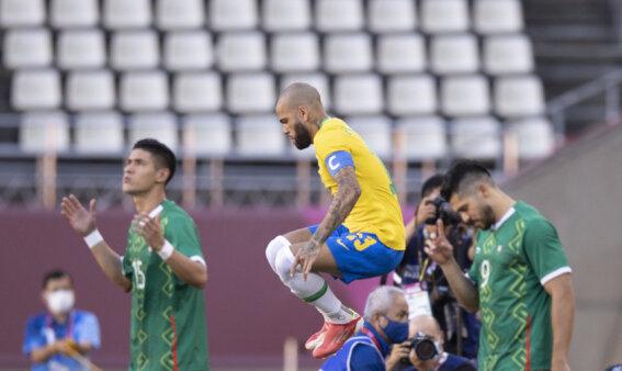 Daniel Alves em Brasil x México nos Jogos Olímpicos