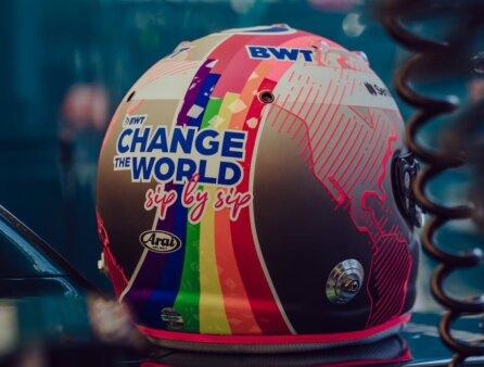 Capacete de Sebastian Vettel em apoio a comunidade LGBTQIA+