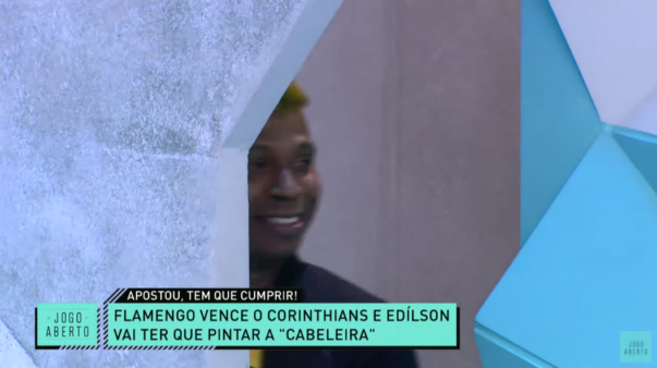 Edilson cumpriu aposta depois de derrota do Corinthians.