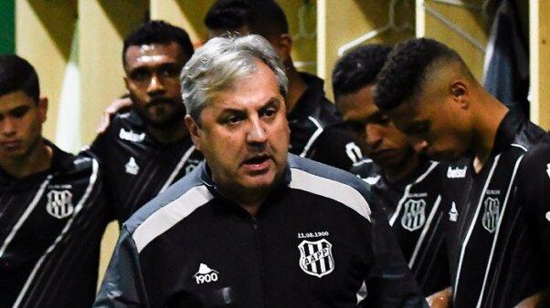 O técnico Gilson Kleina analisa jogo contra o Botafogo pela Série B (Foto: Álvaro Jr/ PontePress/ Site oficial da AA Ponte Preta)