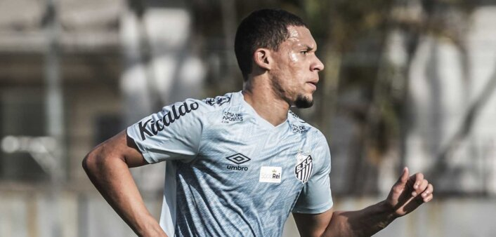 Alex Nascimento deixou o Santos