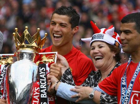 Mãe de Cristiano Ronaldo revela conversas com o filho sobre City e United e o pedido que pode fazer 'sobrar' para um brasileiro