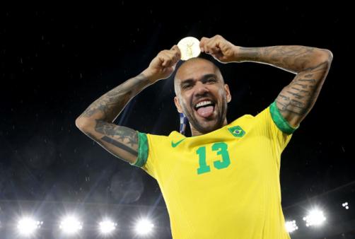 Daniel Alves deve ficar livre no mercado. e está na mira do Flamengo