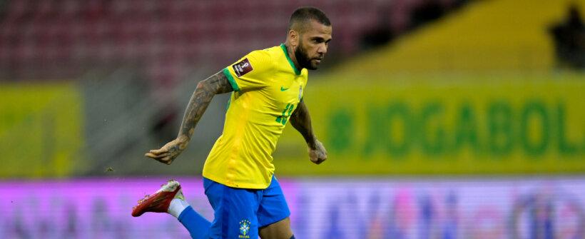Tem espaço para o Daniel Alves? Confira quem são os laterais que 'disputam' posição com o jogador no Brasileirão