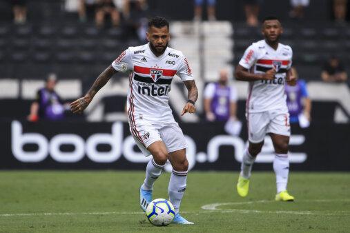 Quantos jogos Daniel Alves fez no Brasileirão pelo São Paulo?