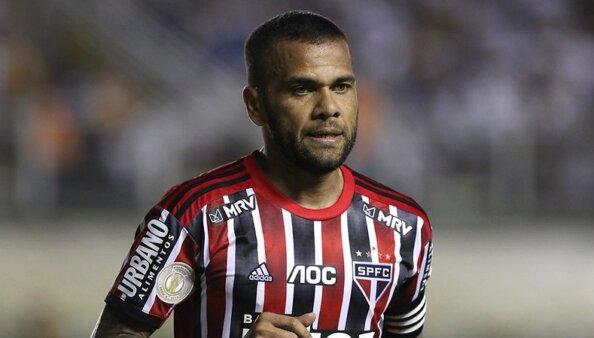 Daniel Alves não joga mais pelo São Paulo.