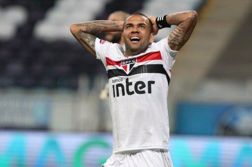 Confira as principais polêmicas de Daniel Alves no São Paulo