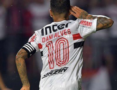 Com a saída de Daniel Alves, como fica a situação da camisa 10 no São Paulo