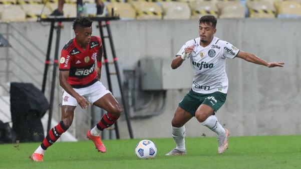 Palmeiras x Flamengo se enfrentam pelo Brasileirão.