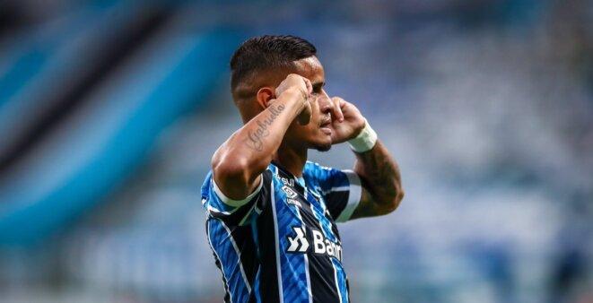Everton em ação pelo Grêmio